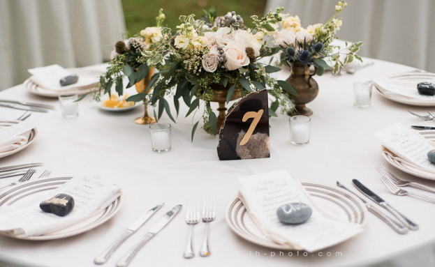 Vintage-Wedding-Centerpieces-LH-Photography-Wild-Acres-A-Chair-Affair-Event-Rentals